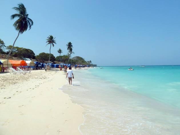 playa_blanca-colombian-women
