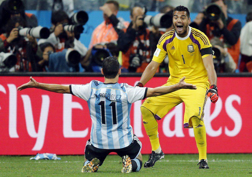 Maxi Rodriguez, Sergio Romero